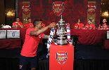 Chùm ảnh: Sao Arsenal hí hửng khoe chức VĐ FA Cup
