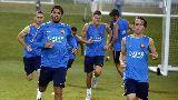 Luis Suarez cùng Barcelona đội mưa tập luyện trên đất Mỹ