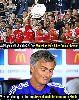 Chùm ảnh: Ảnh chế: Wenger thắng vì được Mourinho nhường, Pirlo là fan ruột của Bendtner