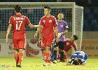 Công Phượng nằm gục xuống cỏ sau trận thua trên sân Cẩm Phả