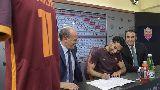 Chùm ảnh: Chùm ảnh: Salah chính thức khoác lên mình chiếc áo của AS Roma