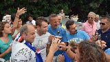 Chùm ảnh: Chùm ảnh: 'Trai hư' Cassano ấm áp trong vòng tay người hâm mộ Sampdoria