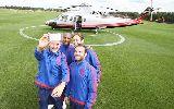 Chùm ảnh: Sao M.U dùng trực thăng quảng bá áo sân khách