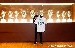 Chùm ảnh: Pepe khoe hợp đồng mới tại Real Madrid đến 2017