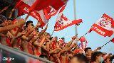 Chùm ảnh: Fan Hải Phòng sơn lên ngực trần cổ vũ đội nhà thi đấu