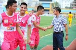 """Thầy trò Đức Thắng """"tắm"""" champagne ngày thăng hạng V.League"""