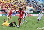 Chùm ảnh: Khán giả bỏ về sau màn trình diễn thất vọng của nhà vô địch V-League 2015