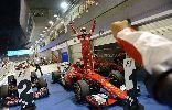 Chùm ảnh: Vettel vô địch Singapore GP, phát hiện fan lẻn vào đường đua