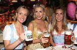 Chùm ảnh: Bồ cũ Khedira uống bia, khoe vòng 1 đầy khiêu khích