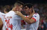 CĐV Benfica ném pháo sáng vào fan nhí Atletico Madrid