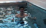 Chùm ảnh: Courtois tích cực rèn thể lực ở bể bơi