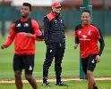 Jurgen Klopp 'bụi bặm' trong buổi tập đầu tiên cùng Liverpool