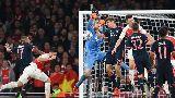 Cận cảnh pha ghi bàn bằng... tay của Olivier Giroud
