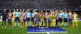Thủ thành Nenad Eric liên tục từ chối bàn thắng thứ 100 của Fernando Torres