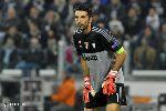Chùm ảnh: Vượt mặt huyền thoại Del Piero, lão tướng Buffon vẫn không vui