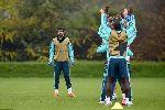 """Costa """"chỉ đạo"""" đồng đội luyện bài tập lạ"""
