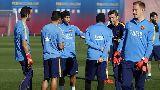 Chùm ảnh: HLV Enrique ôm thùng đá xem Neymar, Suarez mài vũ khí