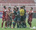 """Chùm ảnh: Đội trưởng U21 Singapore đòi """"nói chuyện"""" bằng tay chân với U21 Việt Nam"""