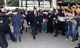Chùm ảnh: Đổ bộ xuống Ukraina, Cristiano Ronaldo mỏi tay ký tặng NHM
