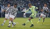 """Người cũ M.U """"nhảy múa"""" tại Turin trên đôi giày in hình cờ Pháp"""