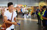 Người hâm mộ ra sân bay đón U23 Việt Nam hội quân