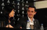 CHÙM ẢNH: Gary Neville rạng rỡ ra mắt Valencia
