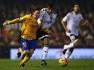 Chùm ảnh: Gary Neville thở phào sau bàn san bằng tỉ số của Valencia