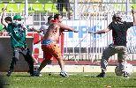 Chùm ảnh: CĐV ẩu đả kinh hoàng trên sân ở giải VĐQG Chile
