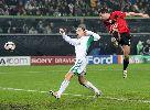 Chùm ảnh: Michael Owen lập hat-trick, Man United hạ gục Wolfsburg trên đất Đức