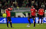 Chùm ảnh: BHL ngỡ ngàng, Van Gaal cúi gầm mặt sau khi Wolfsburg