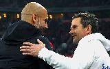 Chùm ảnh: Dàn sao Bayern đội mũ Noel cảm ơn CĐV sau trận thắng Darmstadt