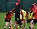Chùm ảnh: Jurgen Klopp hối thúc học trò luyện tập trước trận gặp Watford