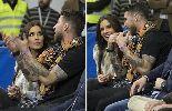 Chùm ảnh: Ramos đưa bạn gái xem trận bóng rổ Real - Barca
