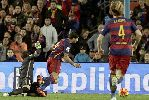 Messi rạng rỡ khoe Quả bóng Vàng thứ 5