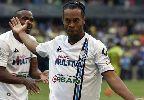 Chùm ảnh: Điểm tin hậu trường 26/01: Ronaldinho suýt mất mạng ở Ấn Độ, Van Gaal gây bão khi
