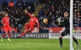 """Vô tư tấn công, Liverpool bị Jamie Vardy cho """"ăn tát"""""""