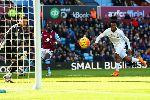 Chùm ảnh: Chùm ảnh: 6 người ghi 6 bàn, Liverpool đánh tennis với Aston Villa