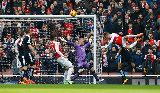 Chùm ảnh: Chùm ảnh: Welbeck lập công phút bù giờ, Arsenal nhọc nhằn đả bại 10 người Leicester City