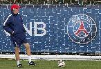 Chùm ảnh: Beckham đến sân tập cổ vũ Paris Saint-Germain trước trận đấu Chelsea