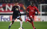 Chùm ảnh: Man Utd thua sốc, Van Gaal suy sụp trên băng ghế chỉ đạo