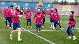 """Đồng đội """"bắt tại trận"""" màn đá sau lưng của Neymar"""