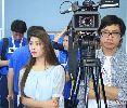 Chùm ảnh: Phóng viên nữ cực xinh theo chân ngôi sao Jiangsu Suing sang Việt Nam