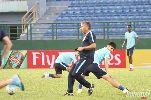 """Chùm ảnh: Ramires, Jo và Teixeira """"lác mắt"""" trước kỹ năng chơi bóng của HLV Dan Petrescu"""