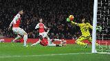 Chùm ảnh: Wenger bối rối khi nhìn Arsenal thua ngay tại sân nhà