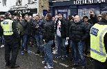 Chùm ảnh: Không khí thù địch nóng bỏng trước trận derby Bắc London