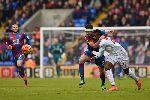 Chùm ảnh: Benteke và quả phạt đền phút 90+5 giúp 10 người Liverpool may mắn ngược dòng trước Crystal Palace