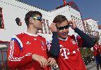 Chùm ảnh: Chuẩn bị đồ nghề, sao Bayern ra sân tập nhìn nắng liên tưởng... Nhật thực