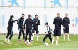 Chùm ảnh: Barca tập cùng 3 đứa trẻ trước đại chiến với Arsenal