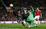 """Fan Liverpool """"quẩy bung nóc"""" mừng đội nhà đả bại M.U"""